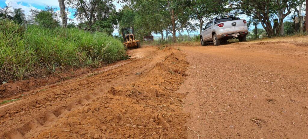 Secretaria de Obras realiza patrolamento de estradas de terra e limpeza de espaços públicos em Bonito