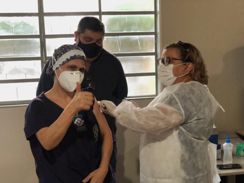 Ato simbólico marca o início da vacinação contra a Covid-19 em Bonito