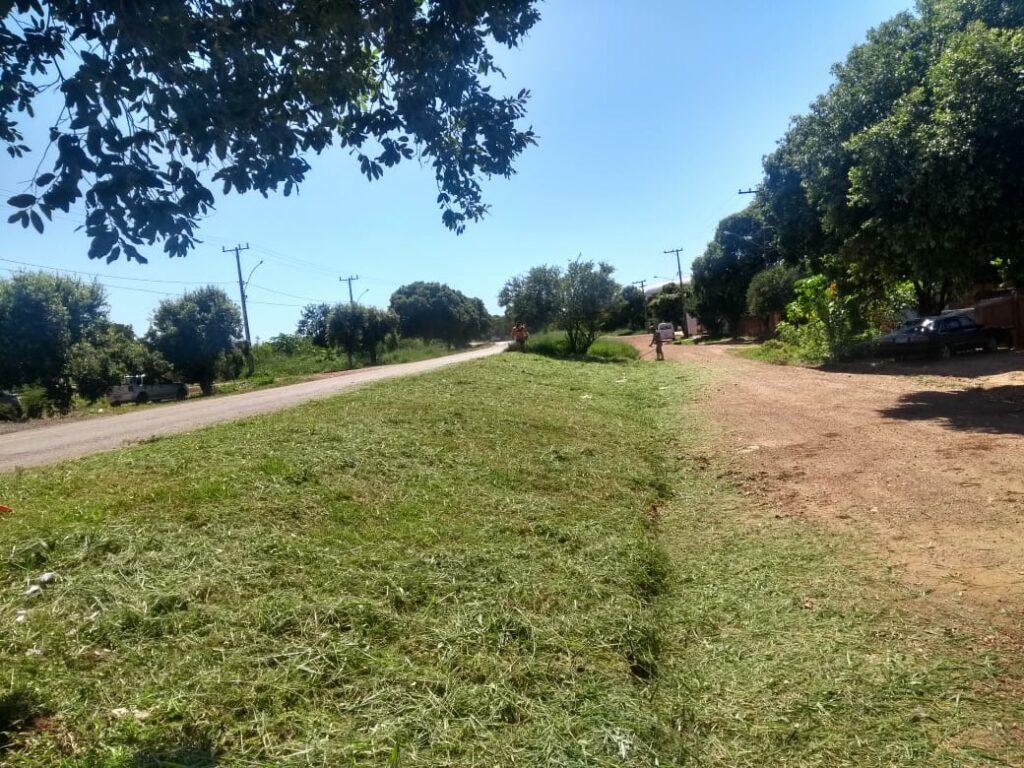 Secretaria de Obras realiza limpeza urbana na Vila Machado