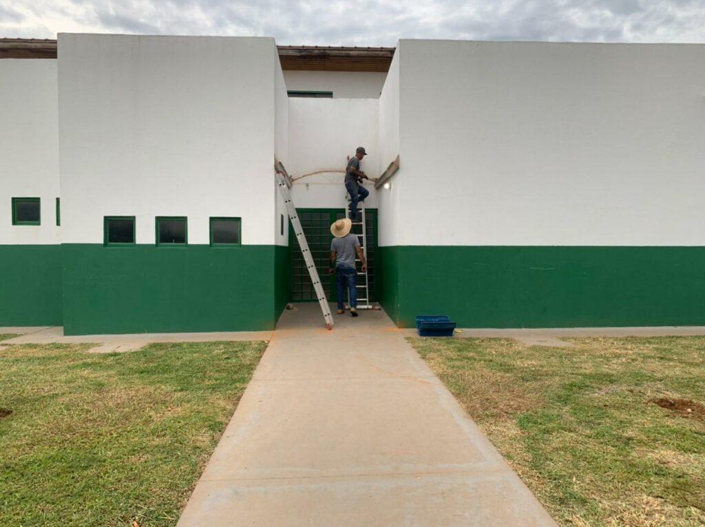 Prefeitura instala toldo na ESF do Jardim Bom Viver
