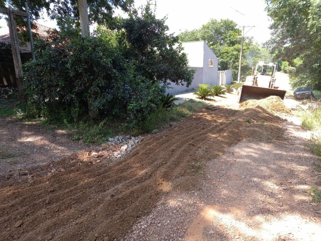Secretaria de Obras intensifica trabalho de manutenção e limpeza no município e Distrito