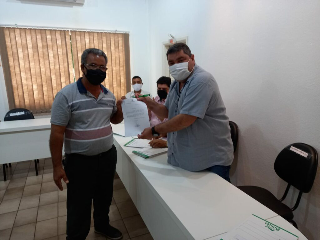 Prefeitura entrega 10 escrituras por meio do REURB para bonitenses