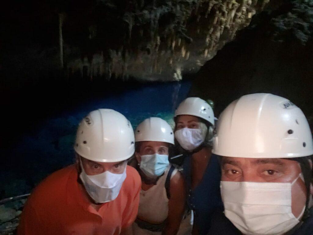 Durante visita ao atrativo turístico Gruta do Lago Azul, o prefeito de Bonito mostrou as belezas naturais do local ao Dep. Paulo Corrêa