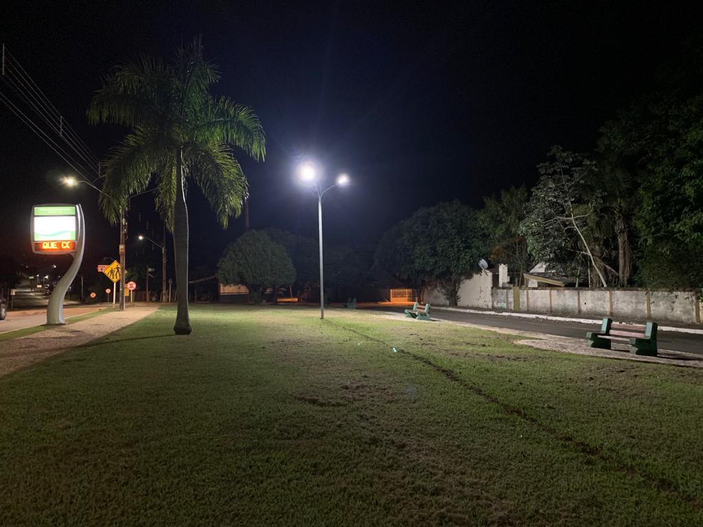 Prefeitura realiza manutenção e instalação de novos refletores na Praça do Florestinha