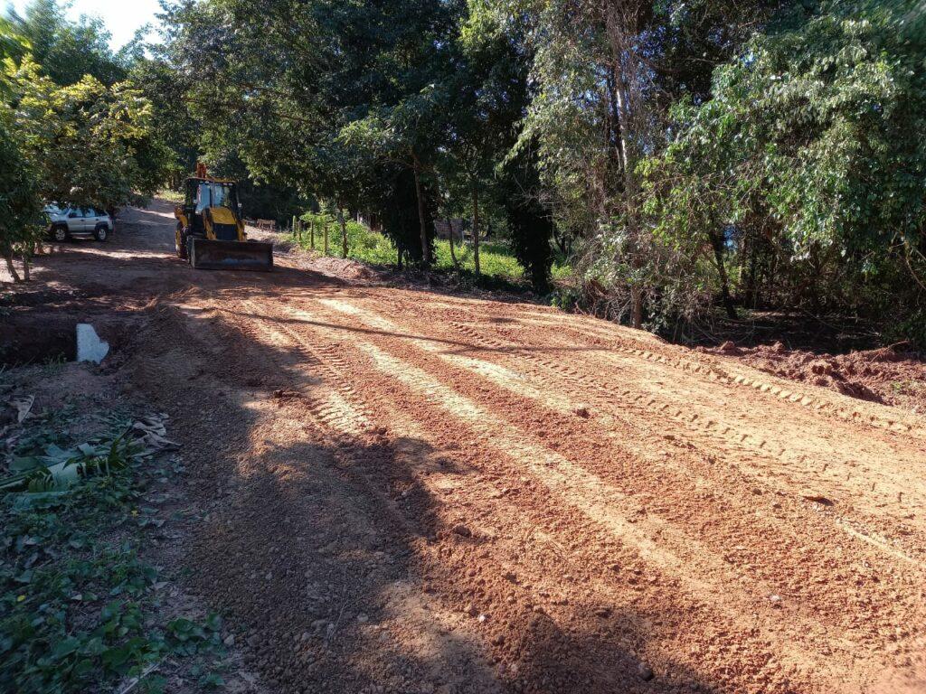 Secretaria de Obras realiza instalação de manilhas em rua do Distrito Águas do Miranda