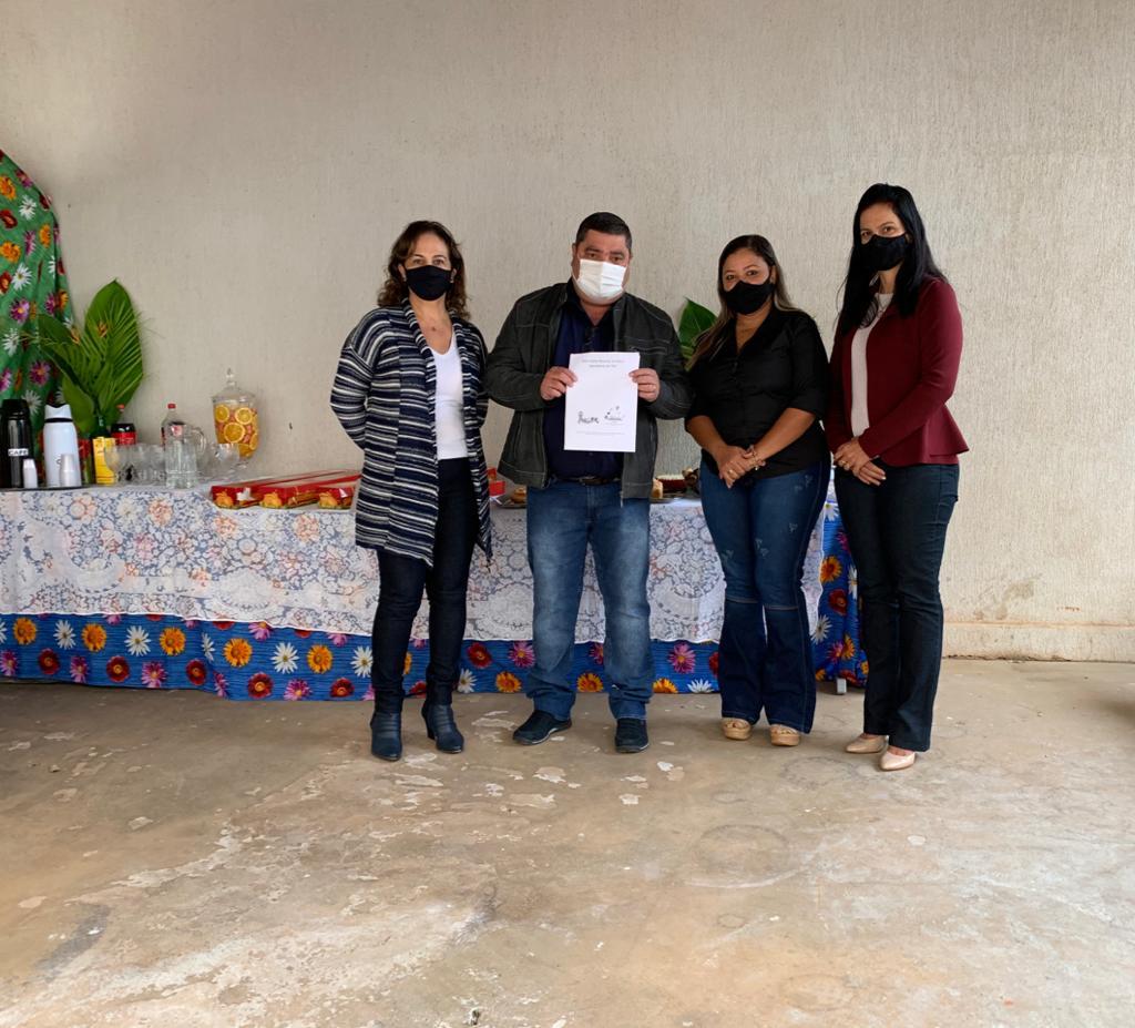 Prefeito de Bonito recebe relatório de cem dias de trabalho feitos na pasta de educação e cultura do município