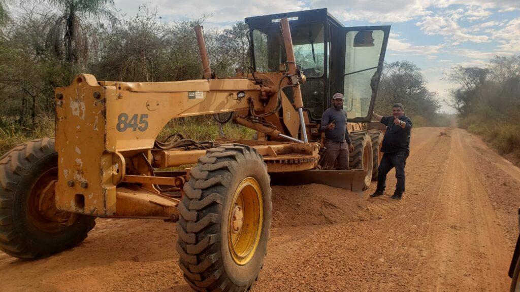 Prefeito de Bonito visita antiga estrada velha para verificar o trabalho de patrolamento feito pela Secretaria Municipal de Obras