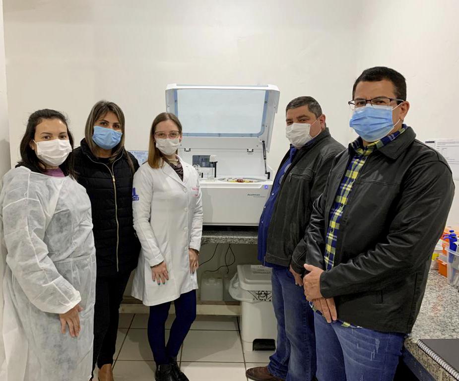 Posto de Saúde Central recebe novo equipamento de testes bioquímicos