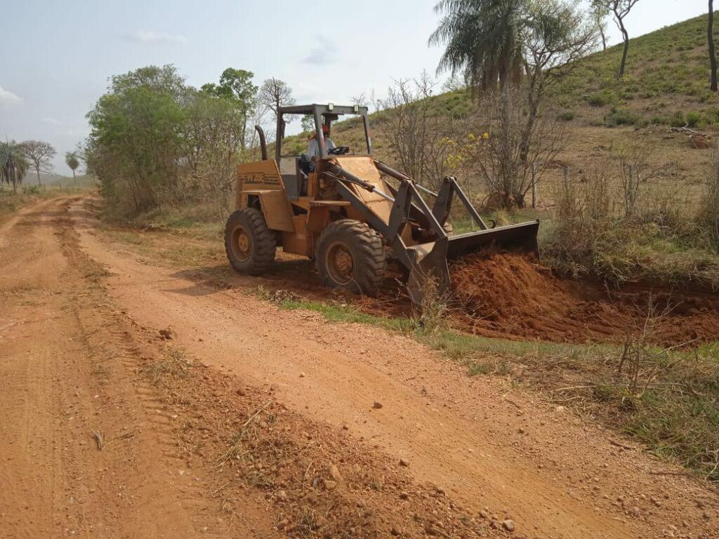 Secretaria Municipal de Obras continua com serviço de patrolamento de estradas vicinais