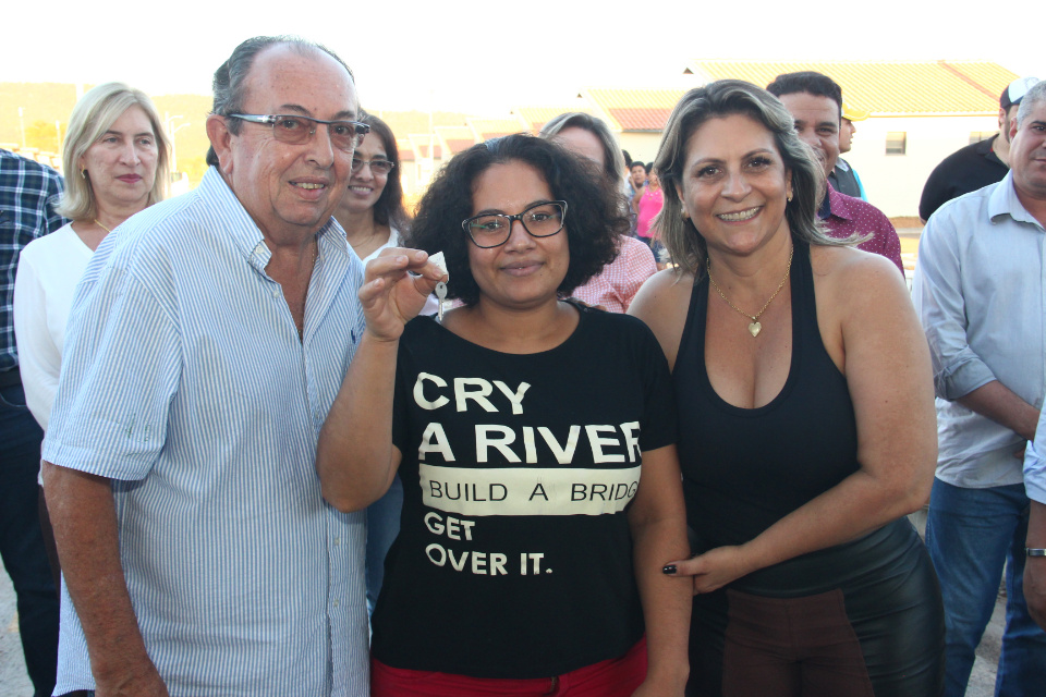 Agehab e prefeitura entregam Residencial Lago Azul/Etapa I