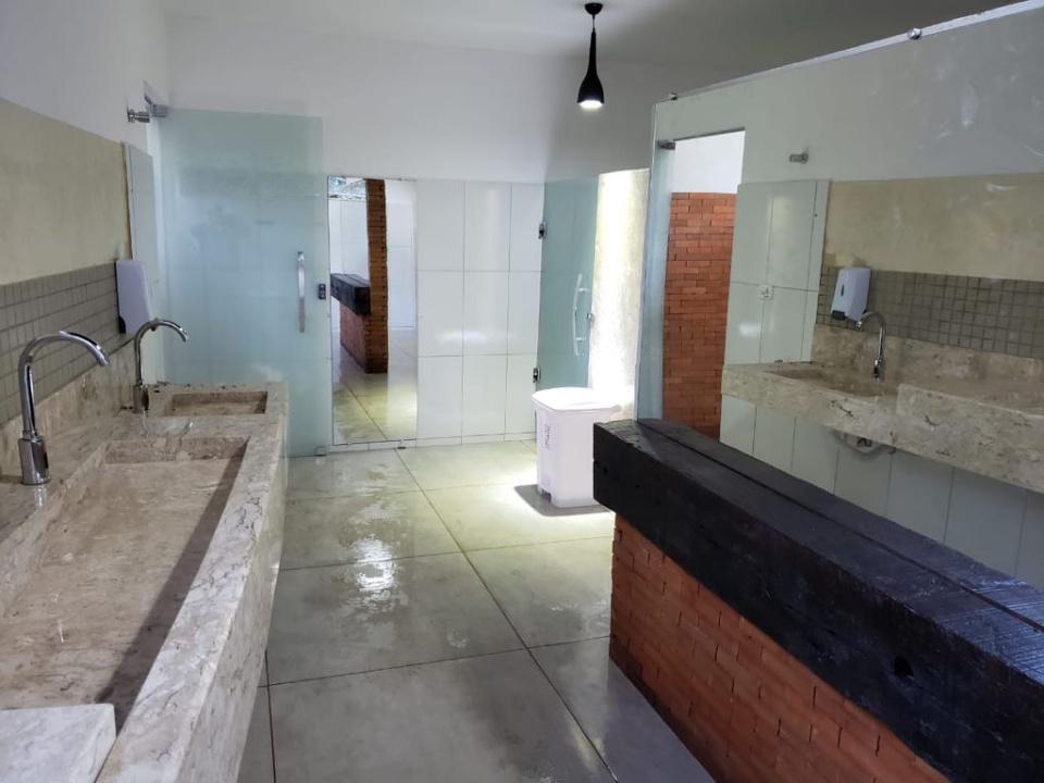 Prefeitura conclui reforma dos banheiros da Gruta