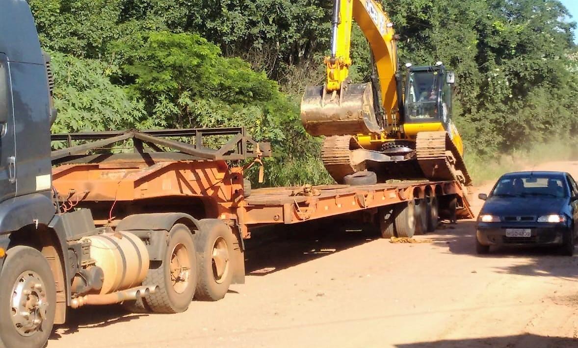 Escavadeira hidráulica de gramde porte, adquirida pela prefeitura em 2019, participará dos trabalhos. Foto: Divulgação