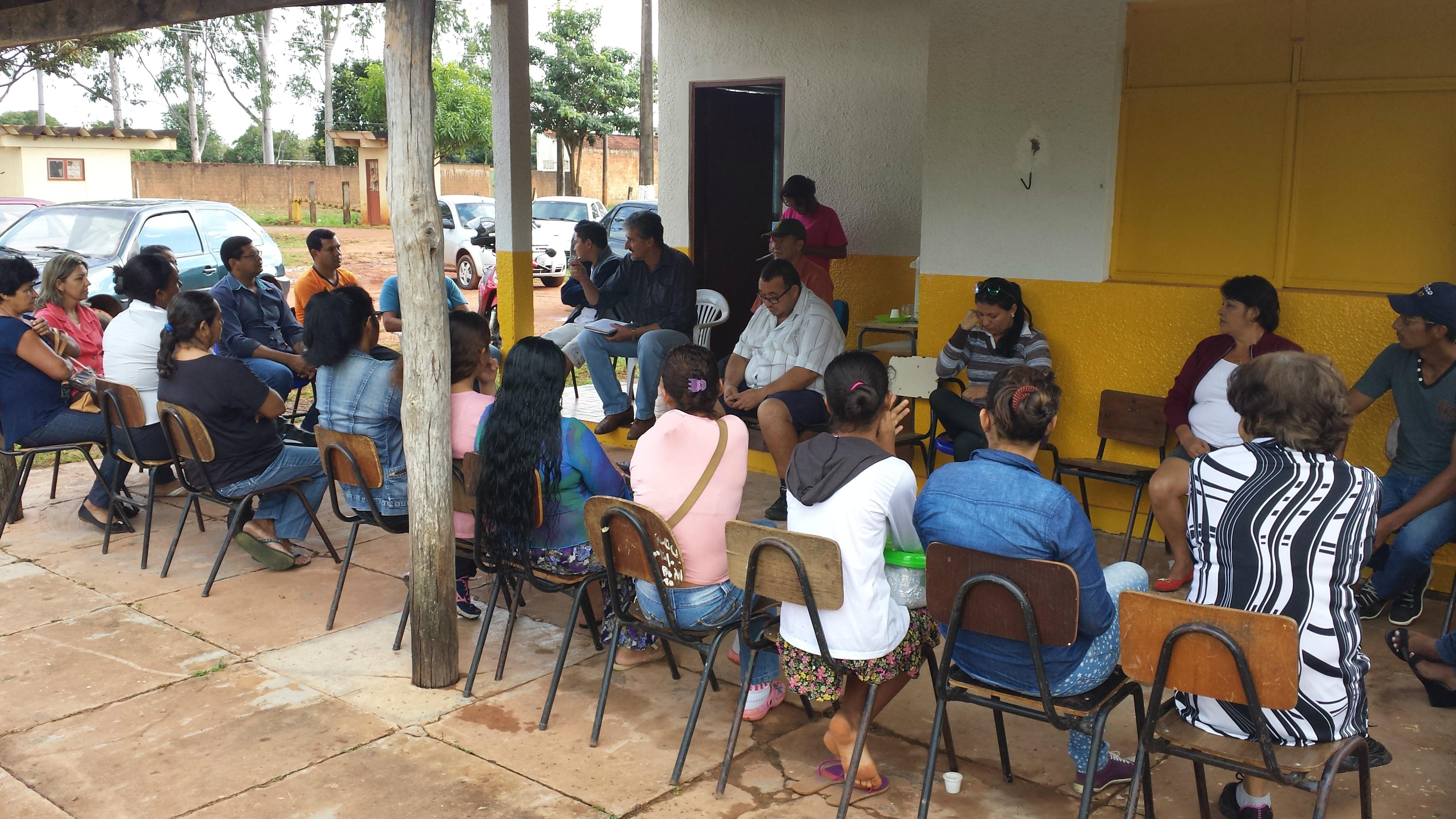 Secretaria de produção e desenvolvimento rural realiza reunião com feirantes