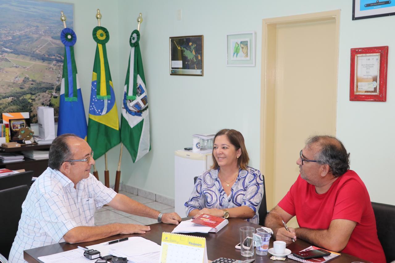 Reunião teve a participação de representantes do SIMTED e da FETEMS. Foto: Jabuti