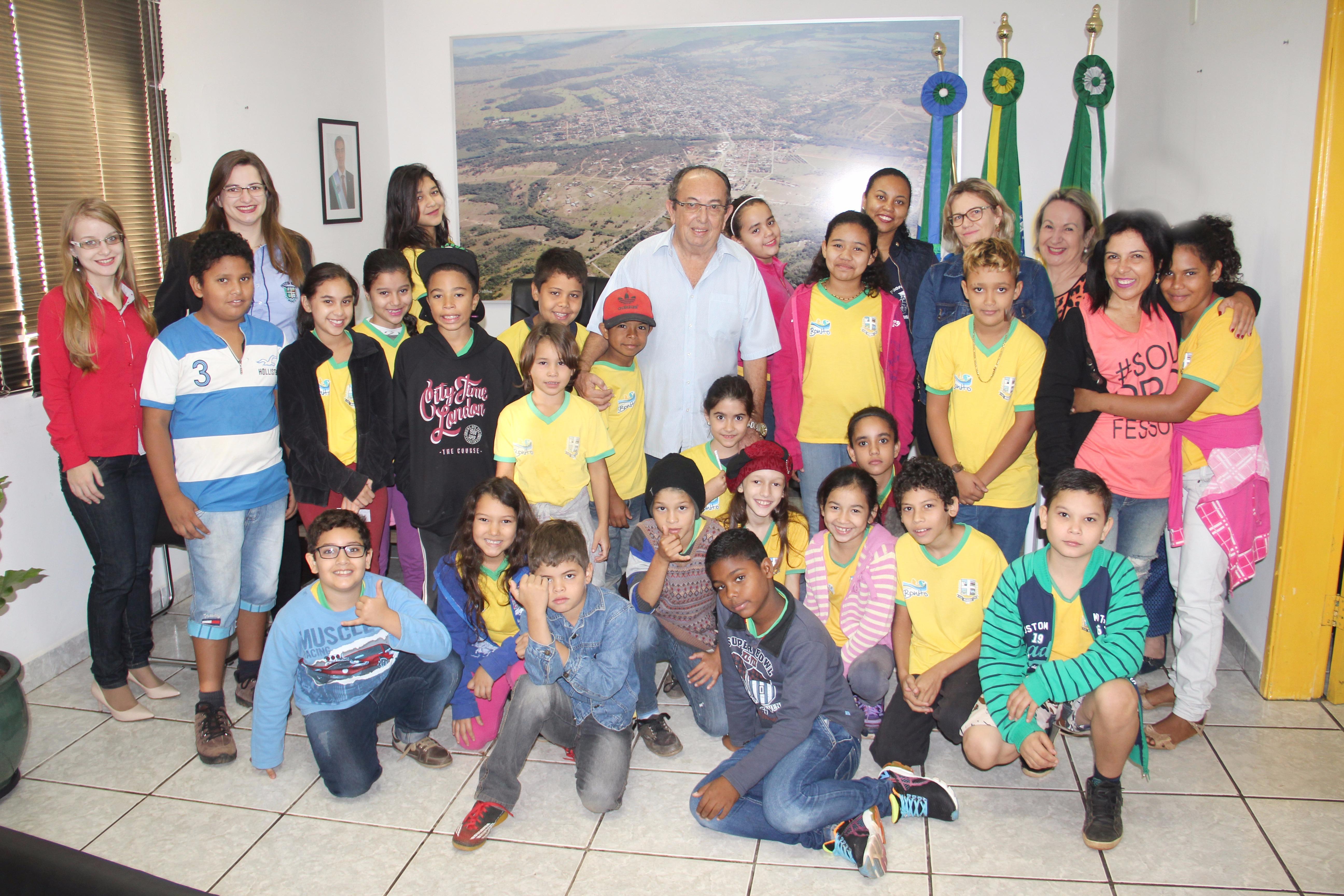 Prefeito recebe alunos da Escola João Alves da Nóbrega