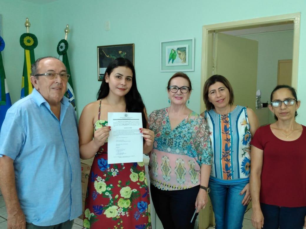 Posse foi realizada no gabinete do prefeito municipal, Odilson Soares. Foto: Divulgação