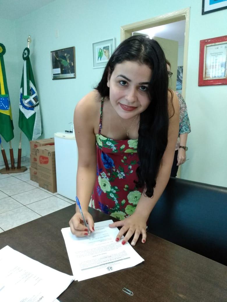 Fernanda Cezar de Almeida, tomou posse no cargo de Agente Administrativo. Foto: Divulgação