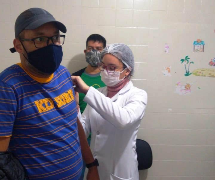 Guias de turismo recebem imunização contra gripe em Bonito