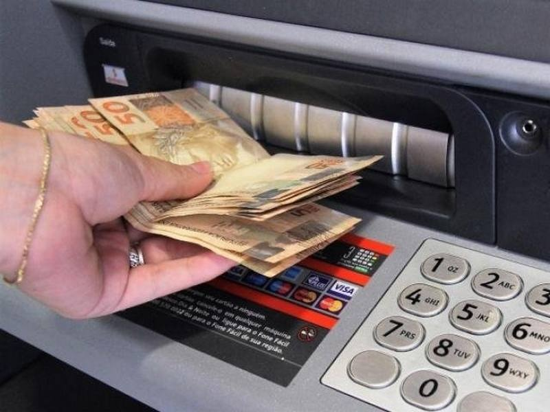 Prefeitura deposita salário dos servidores municipais